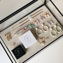 Super crush sur la nouvelle collection de bijoux réalisée par Coline, créatrice Nantaise de la marque «Les Impatientes», dispo en Click& Collect ou à découvrir très prochainement chez Palma!